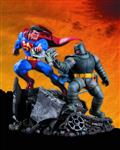 Dark Knight Returns Superman vs Batman Statue (Aug120309)