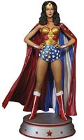 Wonder Woman Lynda Carter Cape Variant Maquette (Net) (C: 1-