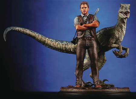 CHRONICLE JURASSIC WORLD OWEN AND BLUE 1/9 SCALE STATUE (Net