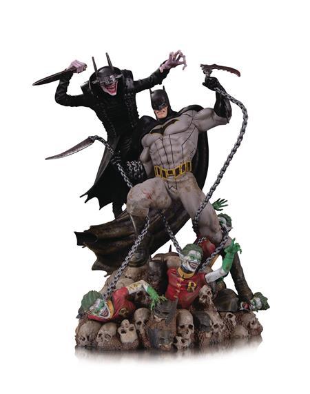 BATMAN WHO LAUGHS VS BATMAN BATTLE STATUE