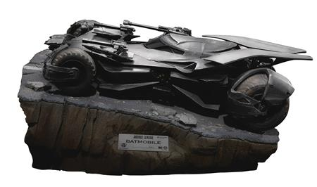 JUSTICE LEAGUE MC-016 BATMOBILE PX STATUE (Net)