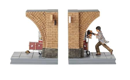 HARRY POTTER TRAIN STATION BOOK ENDS (C: 1-1-2)