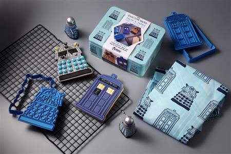 DOCTOR WHO BAKING SETS #1 DALEK AND TARDIS COOKIE CUTTER & A