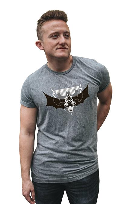 BATMAN DARK KNIGHT SYMBOL T/S LG (C: 1-1-2)